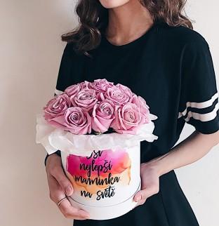 Růže v krabici s nápisem