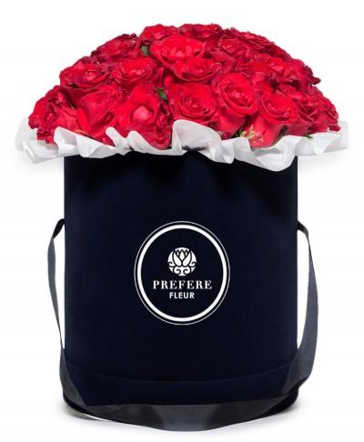 Klasické rudé ruže v kloboukové krabici Black
