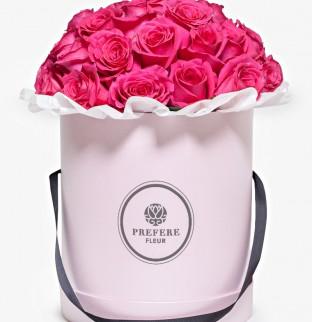 Růžové růže v kloboukové krabici Grand Pink