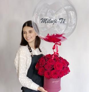 Růže v krabici s balonkem