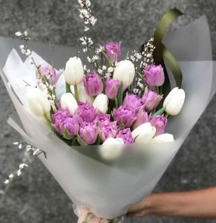Kytice z tulipánů a ginestry