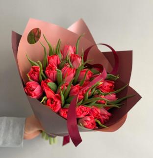 Scarlet tulip bouquet