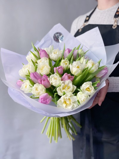 Kytice z 49 tulipánů