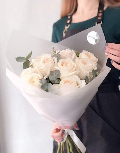 9 voňavých růže White O´Hara