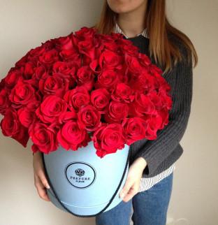 101 červených růží v kloboukové krabici