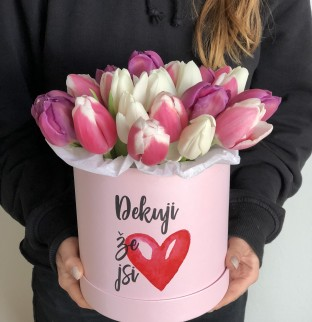 Tulips in a hat box with the inscription