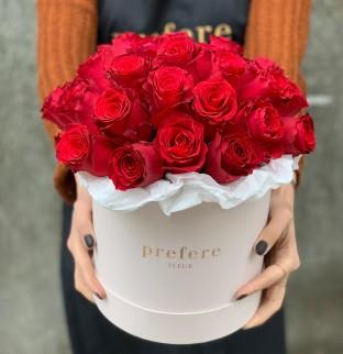 Klasické rudé růže krabici