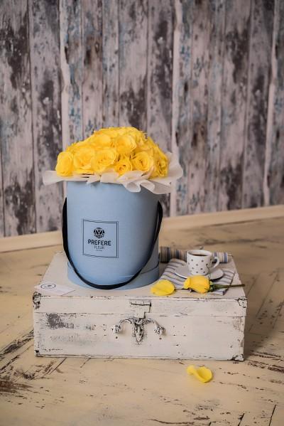 Žluté růže v kloboukové krabici Grand