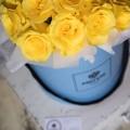 Žluté růže v kloboukové krabici Demi