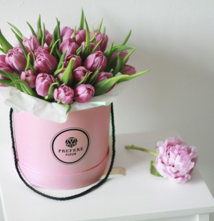 Tulips in a hat box Pink