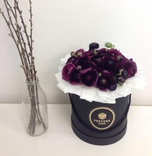 Ranunculus in a hat box Black