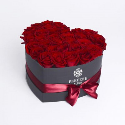 """Klasické rudé růže """"Srdce"""" v krabici Black"""