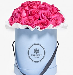 Růžové růže v kloboukové krabici Grand