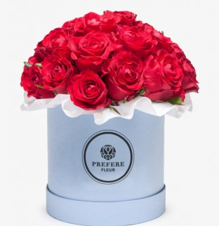 Классические красные розы в шляпной коробке Demi