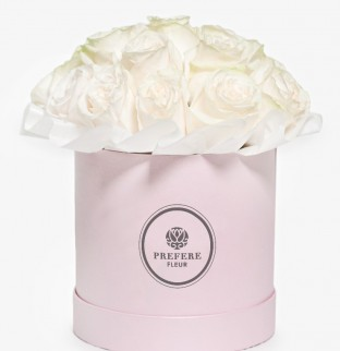 White roses in hat box Pink