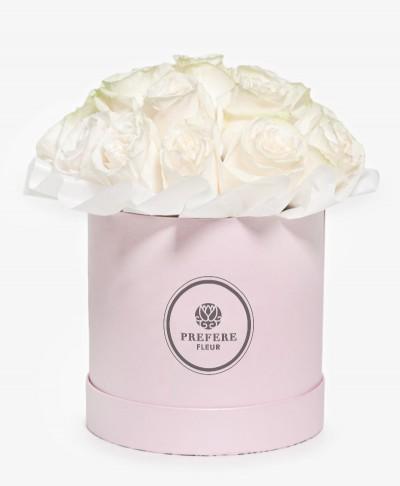 Bílé růže v kloboukové krabici Pink