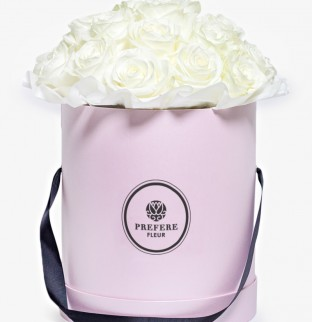Белые розы в шляпной коробке Grand Pink
