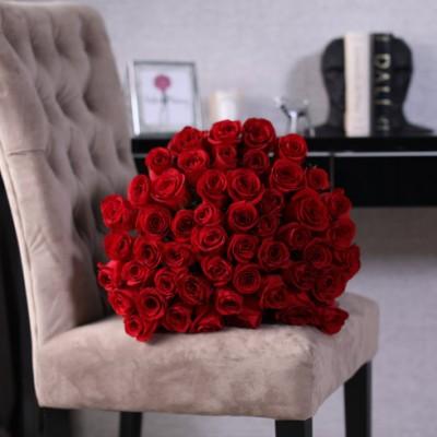 51 červených růží